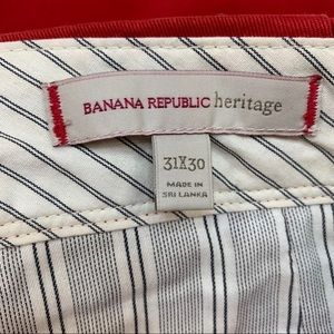 Banana Republic heritage 31x30 Saucy Red Chino